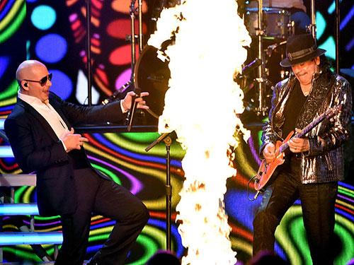 Pitbull y Carlos Santana