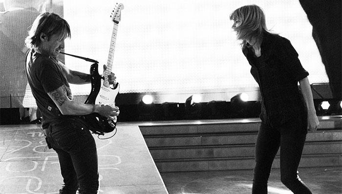 Keith Urban y Taylor Swift durante una presentación en Toronto