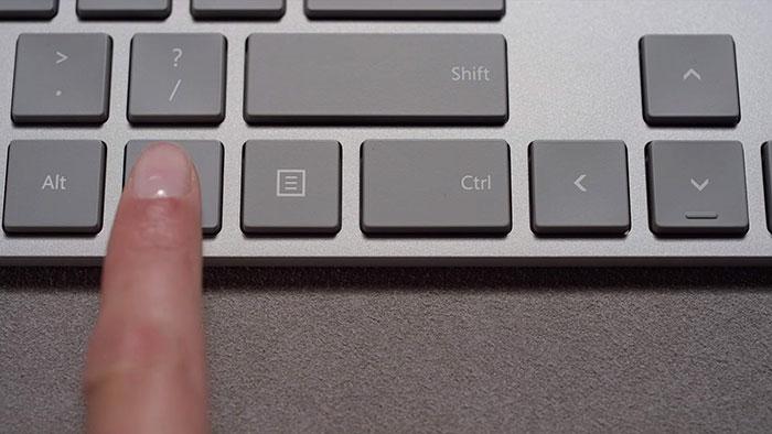 Así es el nuevo teclado de Microsoft con sensor de huellas integrado