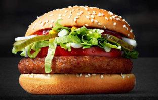 ¿El fin de una era? McDonald's presentó su primera hamburguesa vegana