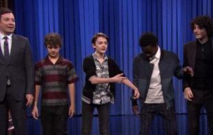 Protagonistas de 'Stranger Things' se divierten bailando en programa de Jimmy Fallon