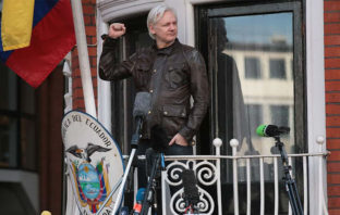 Julian Assange, fundador de Wikileaks, se muestra como ecuatoriano en Twitter