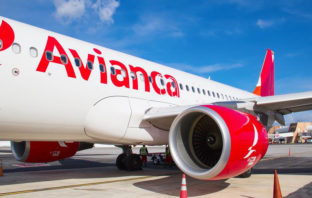 Avianca ya permite comprar pasajes por WhatsApp en Ecuador
