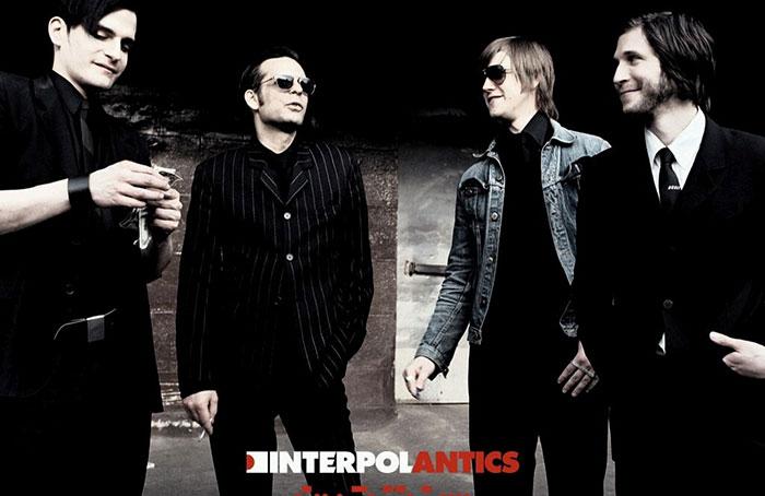interpol-antics043