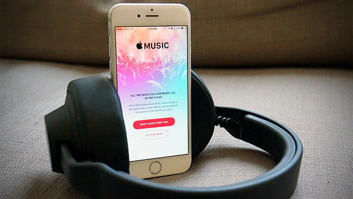apple-music-head-phone