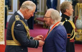 Barry Gibb, el último de los Bee Gees, fue nombrado Caballero del Imperio Británico