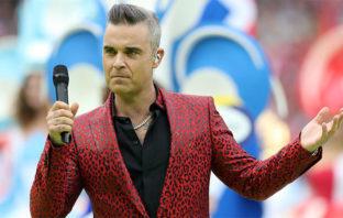 Robbie Williams explica por qué hizo el polémico gesto en Rusia 2018