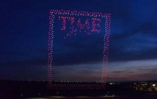 VÍDEO: Revista Time utilizó 958 drones para realizar su última portada