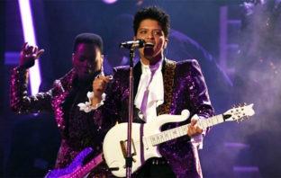 Bruno Mars podría interpretar a Prince en una película biográfica