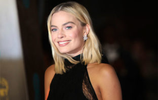 Margot Robbie podría interpretar a 'Barbie' en una película