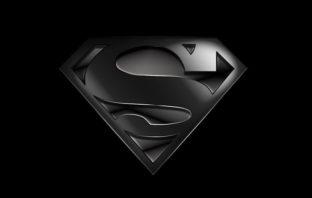 Superman estrenará un traje negro en el crossover del Arrowverso