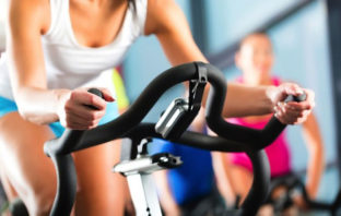 Qué ejercicio debes hacer primero: ¿cardio o pesas?