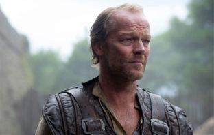'Titans': Iain Glen dará vida a Bruce Wayne en la segunda temporada