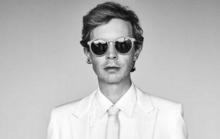 'Saw Lightning', la nueva canción de Beck producida por Pharrell Williams