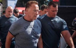Golpean a Arnold Schwarzenegger y el vídeo se viraliza en redes sociales