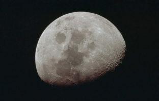 La Luna se está encogiendo, según estudio de la NASA