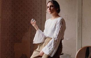 Escucha Souvenir, primer álbum de estudio de Camila Pérez
